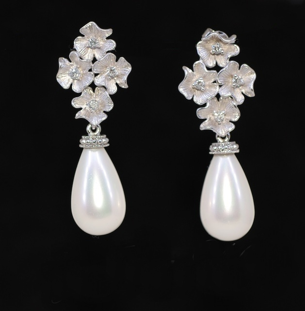 Matt silver flower earring with off white shell based briolette matt silver flower earring with off white shell based briolette pearl wedding jewelry bridal earrings bridesmaid moh gift e360 mightylinksfo